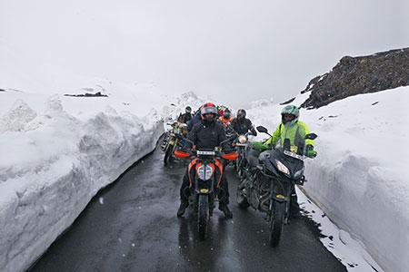 leh ladakh bike trip best time