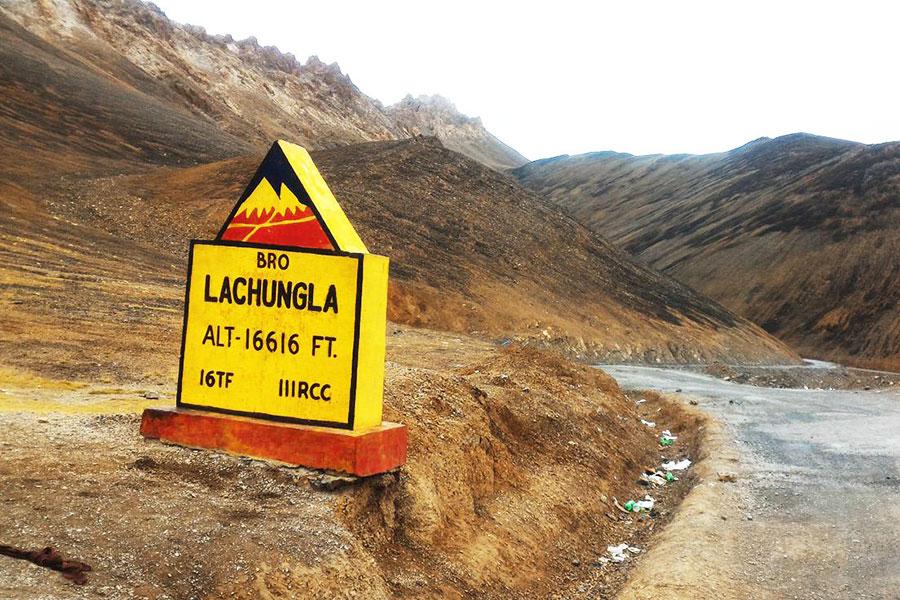Lachungla Pass